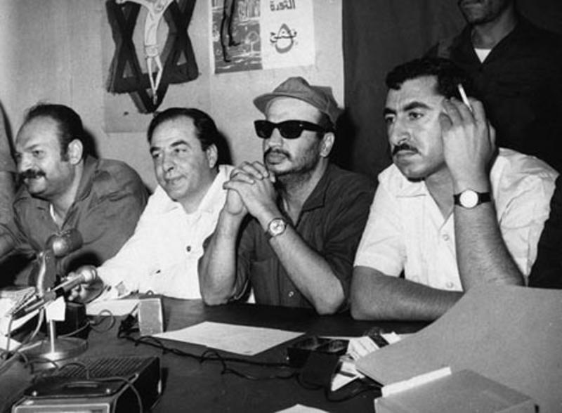 Havatme ile Yaser Arafat ve Kamal Nasser, bir basın toplantısında.jpg