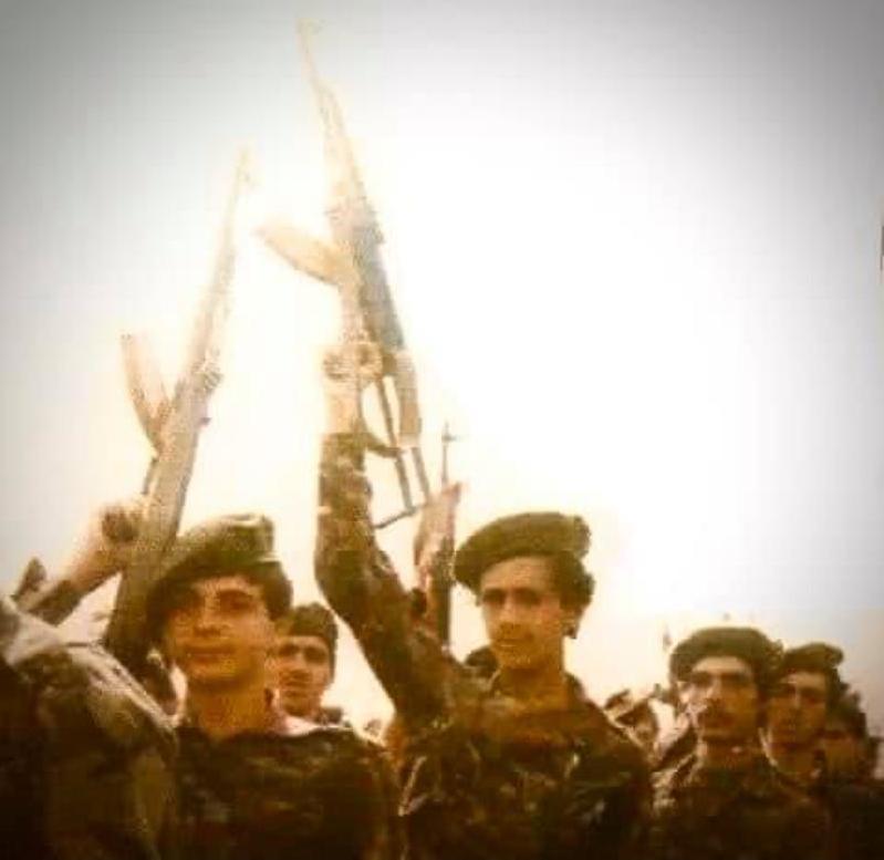 General Rıfat Esat komutasında eğitim görmüş milisler arasında Beşar Esat. .jpg