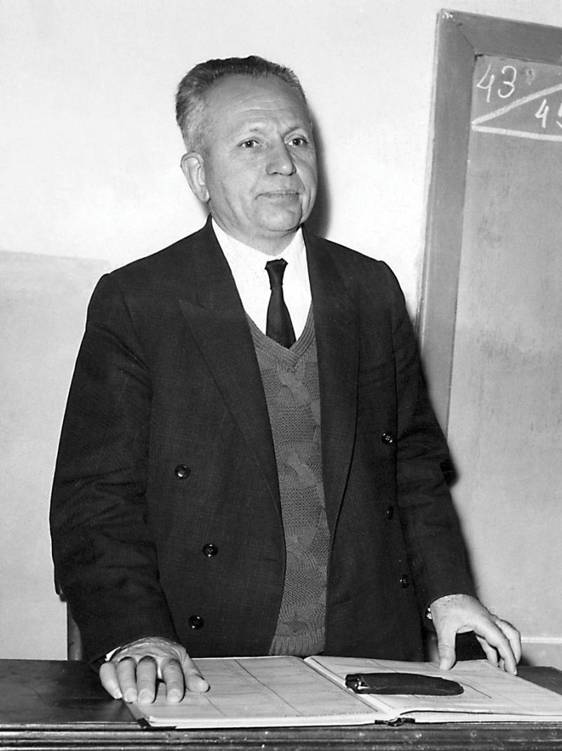 Nurettin Topçu (Dergâh Yayınları Arşivi).jpg