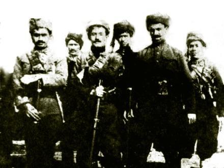 Halis Bey-İhsan Nuri Paşa ve Ferzende Bey Ağrı bölgesinde.jpg