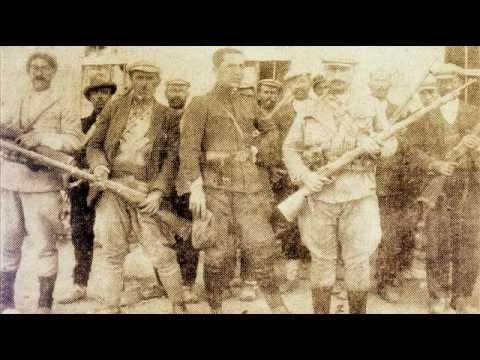 Ağrı isyanı sırasında askerler ve korucular. Sedat Ulugana'nın Ağrı Kürt Direnişi ve Zilan Katliamı isimli kitabından.jpg