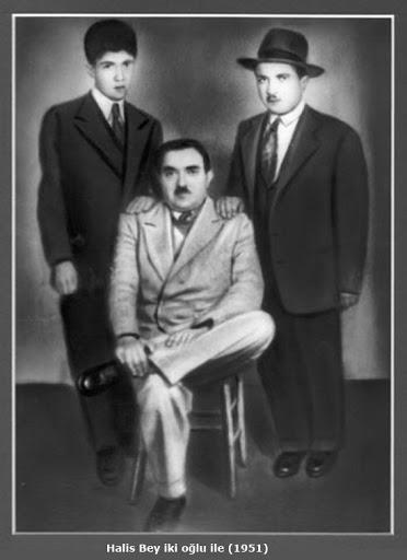 Halis Bey ile iki oğlu.jpg