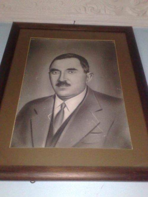 Vefatı sonrası en çok kullanılan Halis Bey portresi.jpg