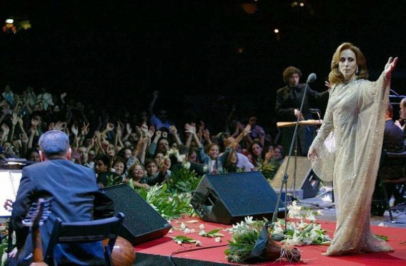 Çok sevilip tutulan Mardin asıllı Feyruz, bir konserinde.jpg
