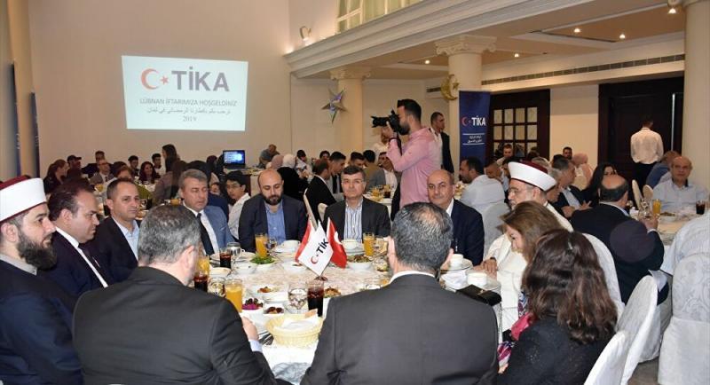 Beyrut'taki Mardinlilerin  bir otelde toplu yemek etkinliği .jpg
