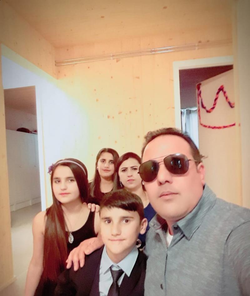 Xunaf Kasım, eşi ve çocuklarıyla Almanya'ya göç etti