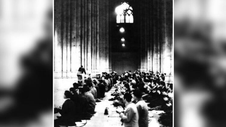 Köln'deki Köln Dom Kilisesi'nde 55 yıl önce kılınan bayram namazı.jpg
