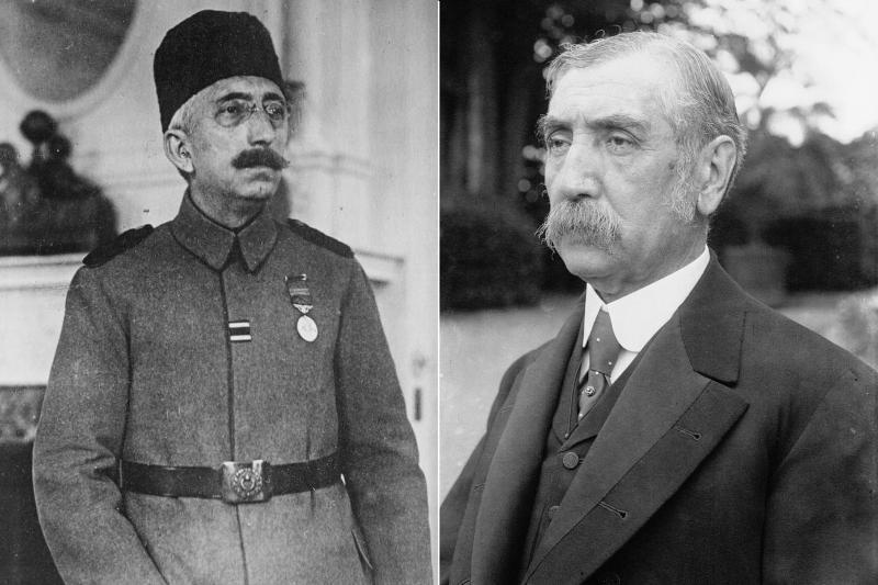 Sultan Vahdettin (solda), Damat Ferit Paşa (sağda) Fotoğraflar Wikipedia.jpg