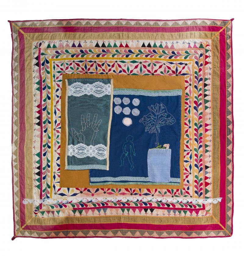 Nancy Atakan, El Ele, 2020, Sanatçının koleksiyonundan işlemeli desen, iğne işi, kumaş, dantel, keçe, 121 x 121 cm-min.jpg
