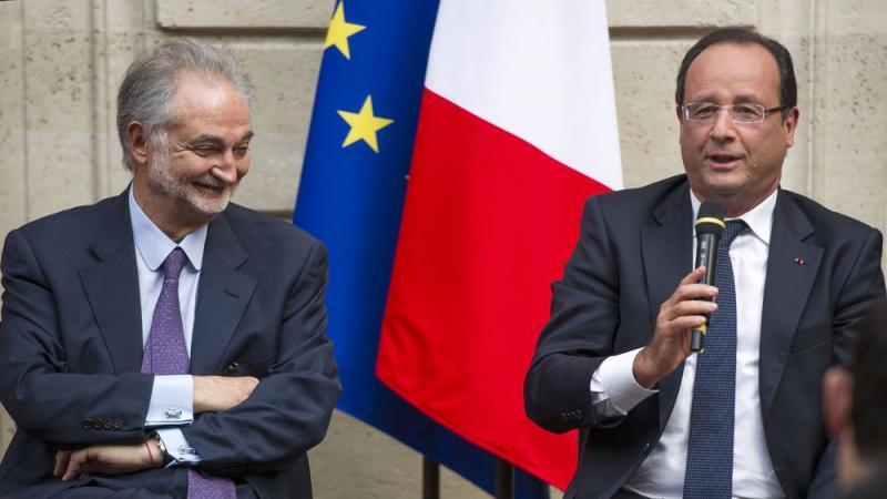 Attali - François Hollande AFP.jpg
