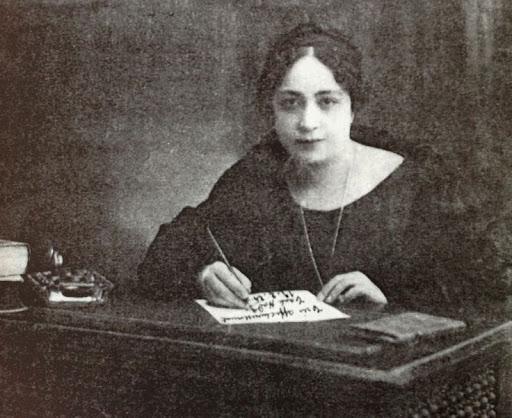 Mısır'daki ilk feministelrin simgesi Hüda Şaarawi..jpg