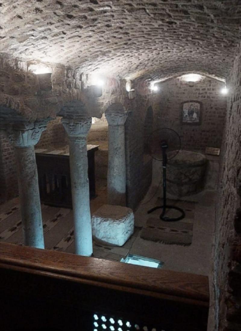 Ebu Serce veya Mağara Kilisesi.jpg