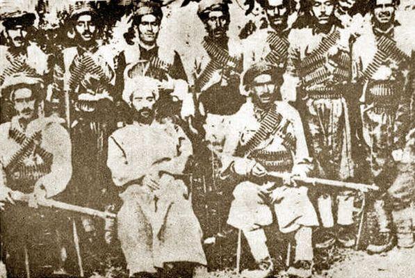 Şeyh II. Abdulselam Barzani (soldan ikinci)-Kaynak-Murad Bardakçı arşivi .jpg