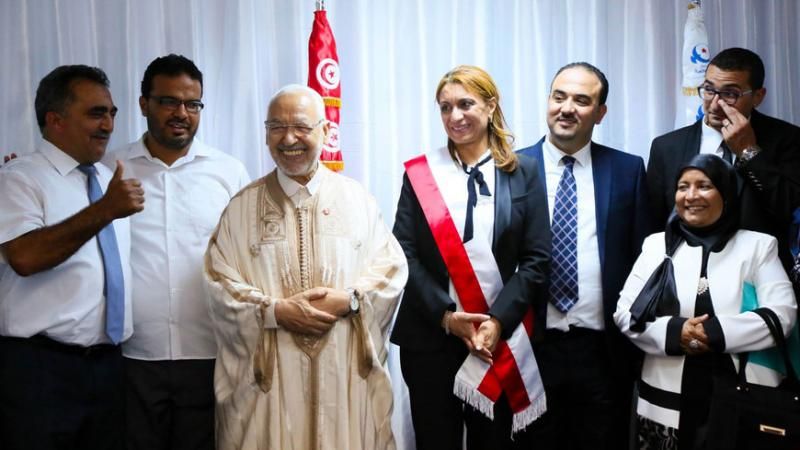 Tunus Belediye başkanı Souad Abdel Rahim (ortada sağda), 3 Temmuz 2018'de yüklenen bir fotoğrafta görülüyor. Fotoğraf- Nahda.jpg