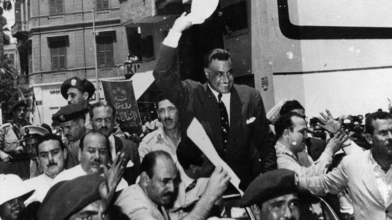 Abdülnasır, Süveyş Kanalı- savaşından sonra popüler bir milli kahraman olmuştu..jpg