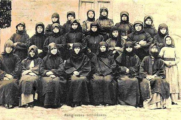 Osmanlıda Ortodoks Hıristiyan kadınlar.jpg