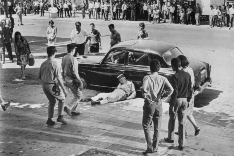 Film  sahnesi-Fransız polisine direnişçi suikastı-kaynak Getty images.jpg