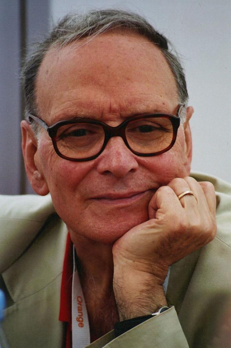 Filmin müziğini yapan İtalyan besteci Ennio Morricone, kaynak- Oliviler Strecker-1977.jpg