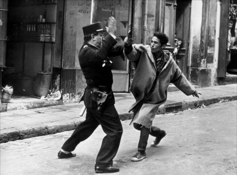 Fransız polisi-Cezayirli direnişçi mücadelesi .jpg