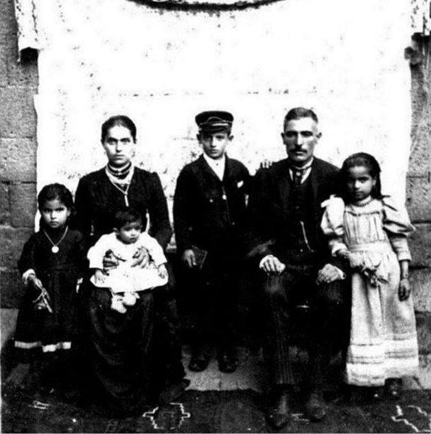 Çocuklarıyla Mıgirdiç Yağlıciyan ev Gadar Amiriyan.jpg