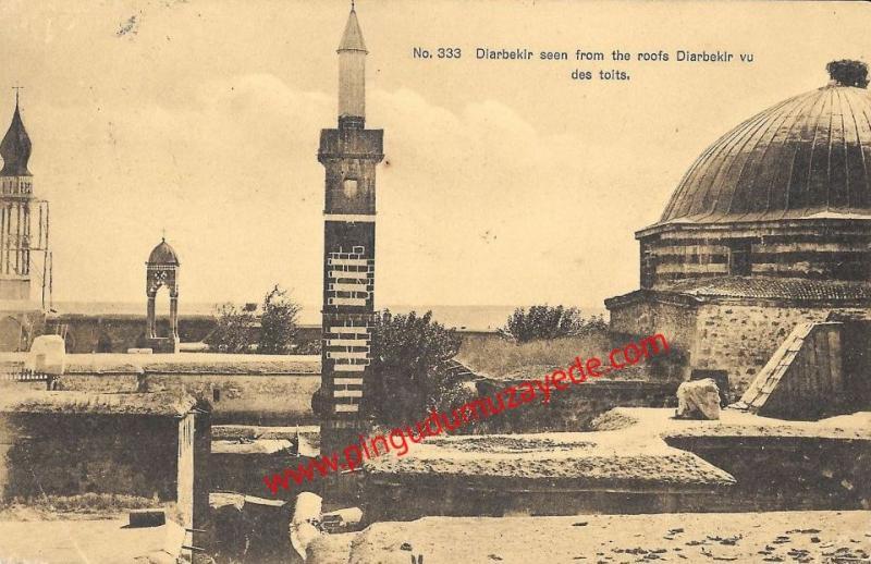 Minare ve Çan Kulesinin görüldüğü eski Diyarbakır.jpg