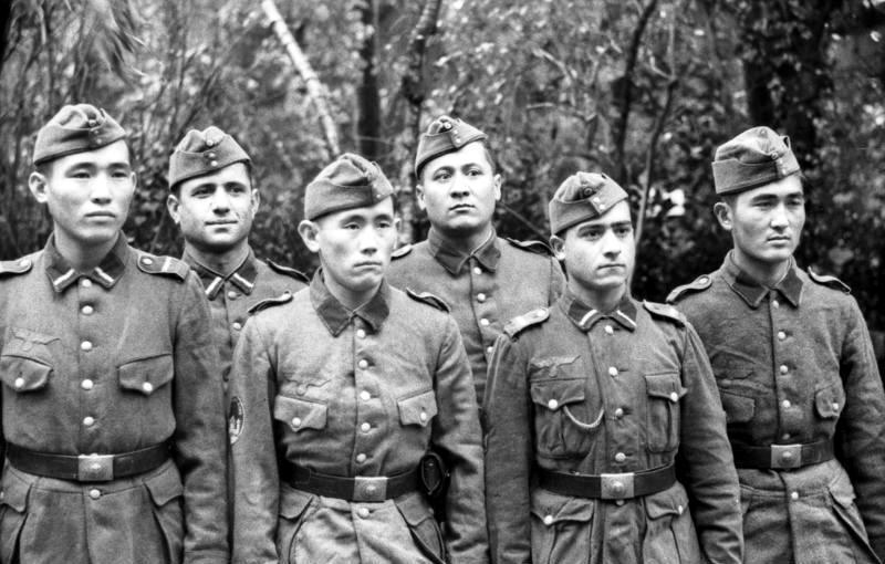 Nazi ordusunda Türkmenistan Gönüllüleri.jpg