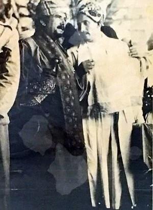 Salih Ali aşiret bölgesinde gelenekse kıyafetleriyle .jpg