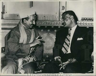 Yemen Veliahtı Muammed el Bedr, Kahire'de Cemal Abdülnasır ile  .jpg