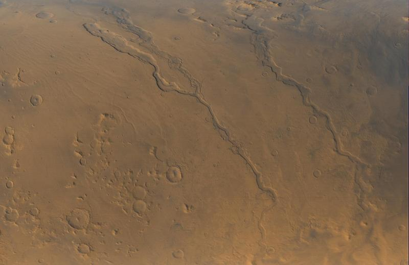 Dao_Niger_and_Harmakhis_Vallis_PIA02810.jpg