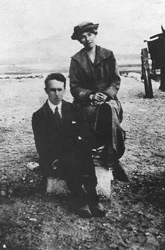 Gertrude Bell ve Thomas Edward Lawrence.jpg
