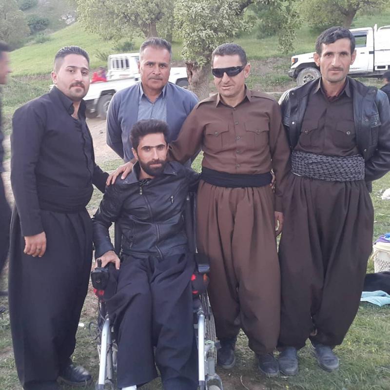 Nadir Mohammad Tekerlekli Sandalyede ailesi ile beraber.jpg