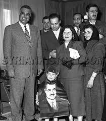 Kemal Canbulat ile eşi, Mısır lideri Cemal Abdülnasır ve ailesiyle jpg.jpg