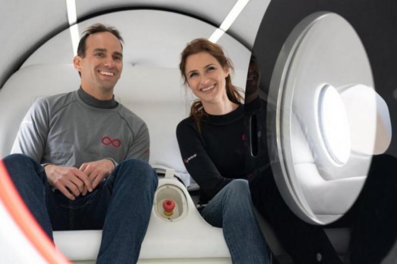 Tarihi Hyperloop denemesine Josh Giegel ve Sara Luchian katıldı (Virgin Hyperloop).jpg