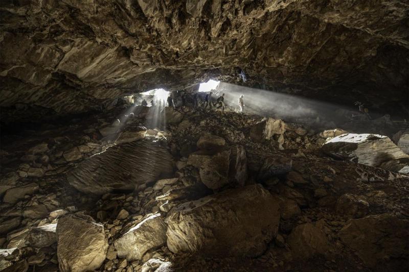 Yüksek irtifadaki kazı çalışmasında, binlerce taş alet kalıntısı ve sayısız hayvana ait DNA keşfedildi (Devlin A. Gany Cambridge Üniversitesi).jpeg