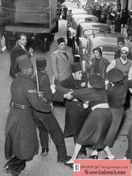 Yıl 1952, Kahire -Mısırlı Kadınlar İngiliz işgaline karşı protesto gösterisinde.jpg