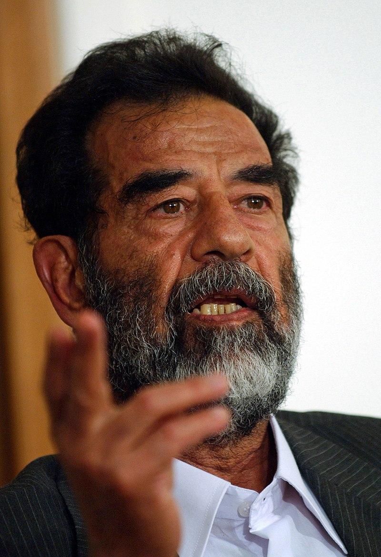 Saddam Hüseyin Wikipedia.jpg