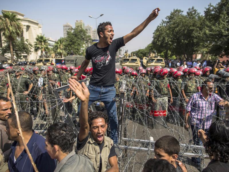 Mısır 2012-Yüksek Mahkeme'nin parlamentoyu fesheden kararına karşı protesto-Getty images .jpg