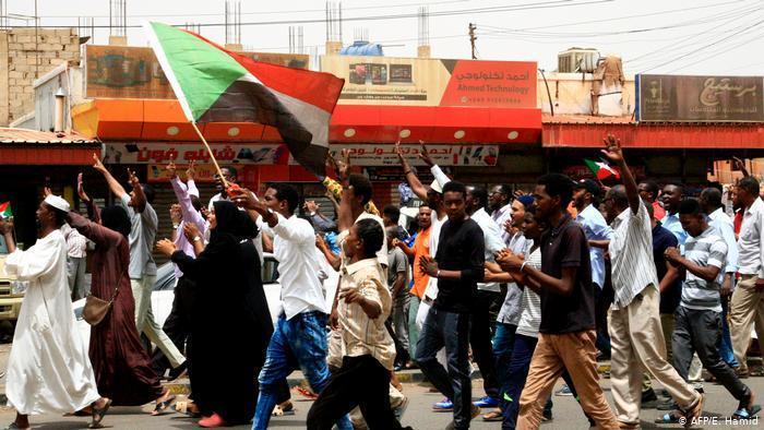 Sudanlı göstericiler / Fotoğraf: E.Hamid/AFP