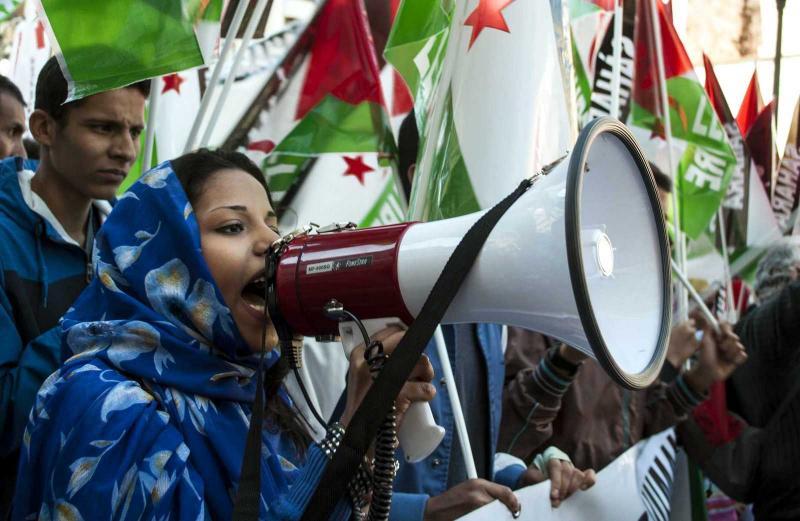 Bir kadın protestocu-Lalocracio