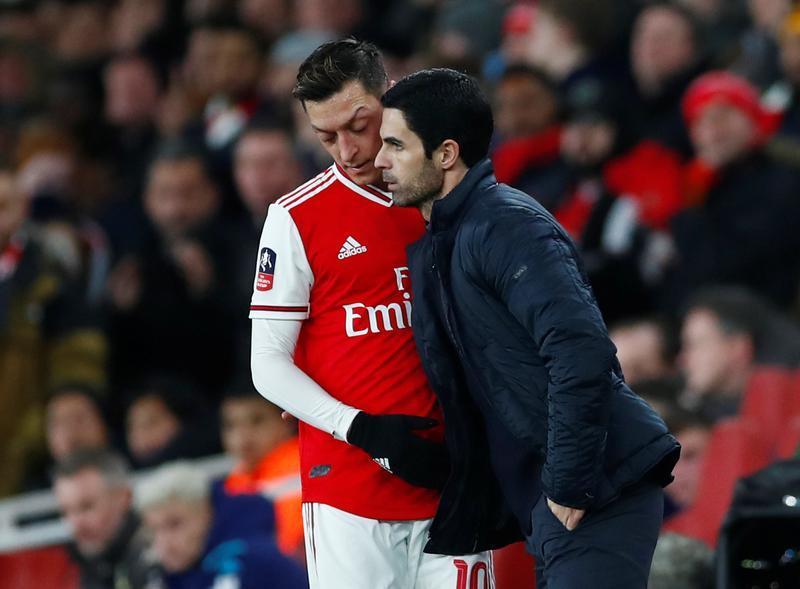 Mesut Özil-Arteta-Reuters.jpg