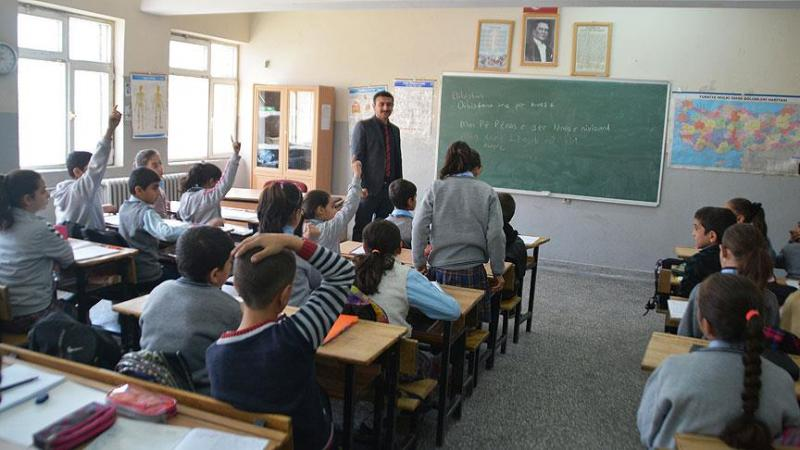 2012 yılında yayımlanan yönetmelikle yaşayan dil ve lehçeler adı altında Kürtçe seçmeli dersi Milli Eğitim Bakanlığı (MEB) müfredatına girdi