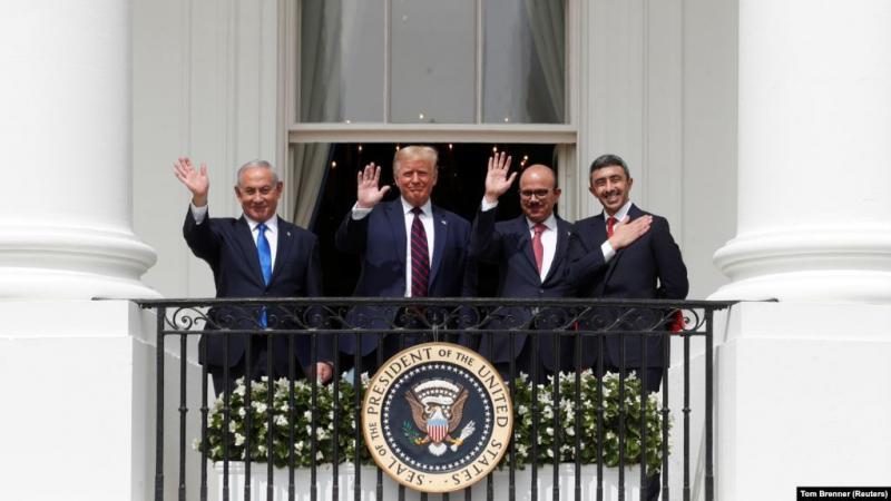 Normalleşme ilişkisinden bir görünüm-BAE temsilcileri, Netanyahu ve Trump .jpg