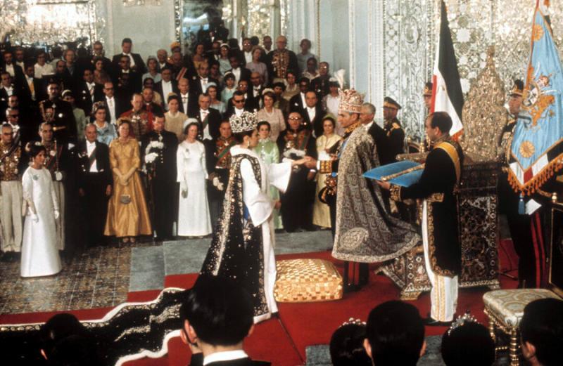 İran Şahı ile  Farah Diba'nın taç giyme töreni .jpg