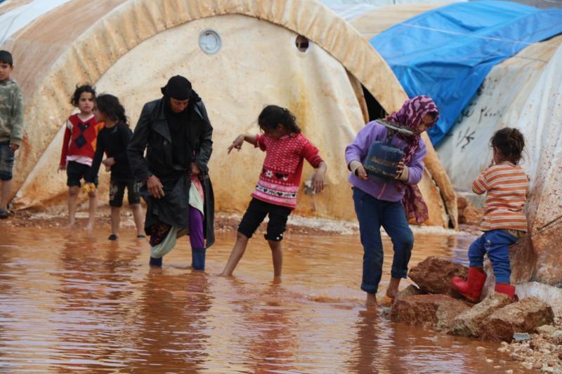 Mülteci kampı yağmur.jpeg