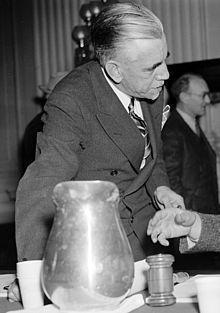 William Dudley Pelley-Gümüş Yelekli Lejyonerler isimli faşist örgütün kurucusu.jpg