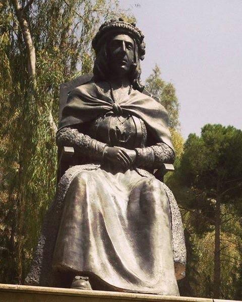 Adile Xanım'ın heykeli.jpg