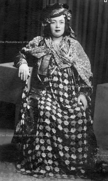 Halpeçe 1945- Caf aşiret ağası Hamid Beg'in eşi Meliha Xan-kaynak Derakhshan Hafid Arşivi, Kurdistan Photolibrary Org_.jpg