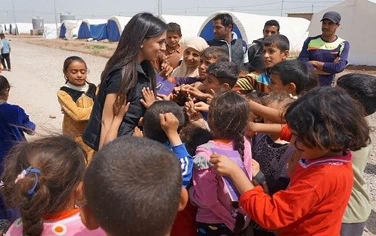 Hayırsever Hanna Jaff, Irak Kürdistan bölgesindeki mülteci kamplarındaki çocukları ziyareti-poto-Jaff Foundation . .jpg