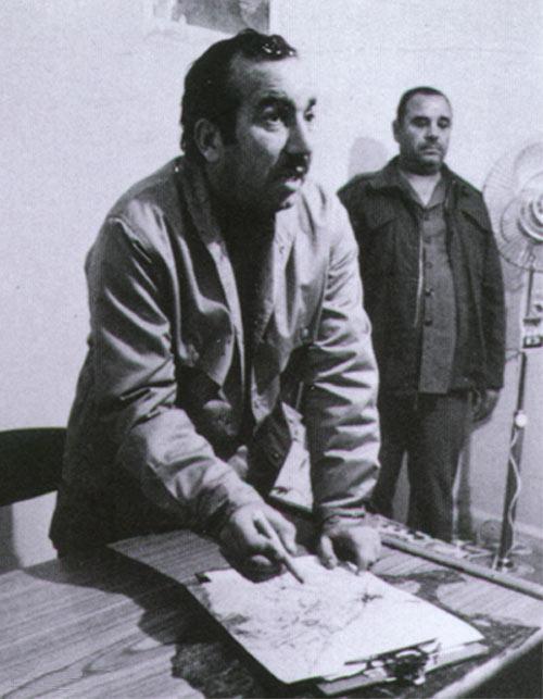 Ebu Cihad, bir askeri planı karargahta tartışırken-kaynak-Mahmoud Abu Rumieleh-webmaster.jpg