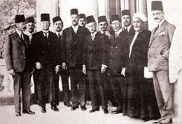 M. Kurd Ali, Kahire'deki dostlarıyla.jpg